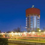 Source: http://coolboom.net/architecture/living-in-a-water-tower/#more-764